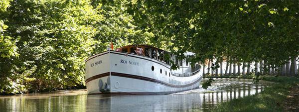 98ft River Yacht ROI du SOLEIL