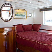 coastal-queen-cabin