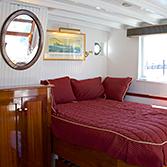 coastal-queen-cabin