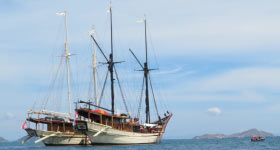 Luxury Yacht Charter aboard SILOLONA and SI DATU BUA along the Indonesian Archipelago