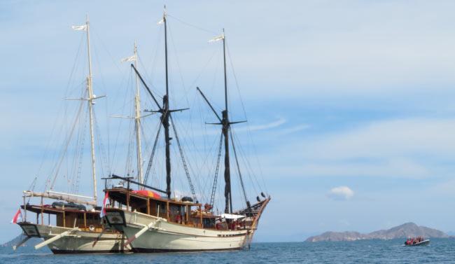 Luxury Yacht Charter aboard SILOLONA and SI DATU BUA