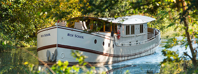 ROI DE SOLIEL is a 98ft luxury river yacht